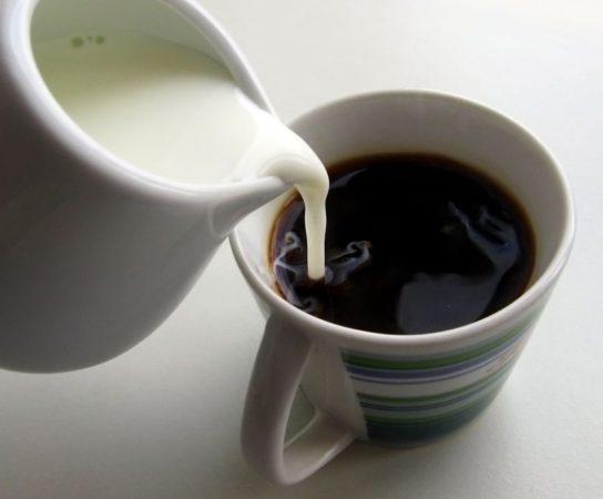"""""""Do kafe mlíko na rakev víko."""" MUDr. Jan Miklánek varuje před pitím kávy s mlékem"""
